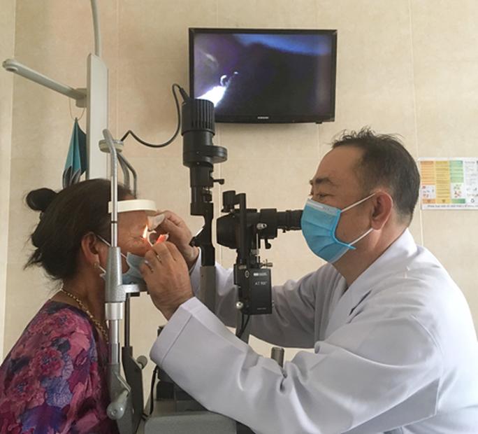 Bác sĩ đưa ra cảnh báo khi thấy khối u thịt nhỏ dưới vùng mắt - Ảnh 2.