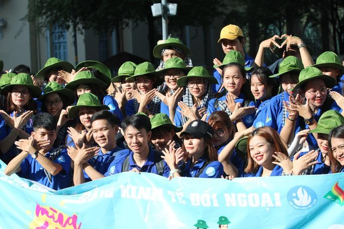 Ca sĩ Phi Hùng, hoa hậu HHen Niê sôi nổi trong lễ ra quân chiến dịch tình nguyện hè - Ảnh 7.