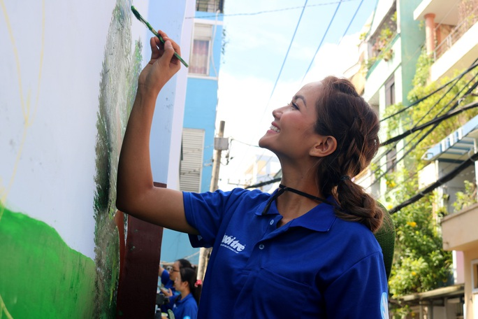 Ca sĩ Phi Hùng, hoa hậu HHen Niê sôi nổi trong lễ ra quân chiến dịch tình nguyện hè - Ảnh 9.