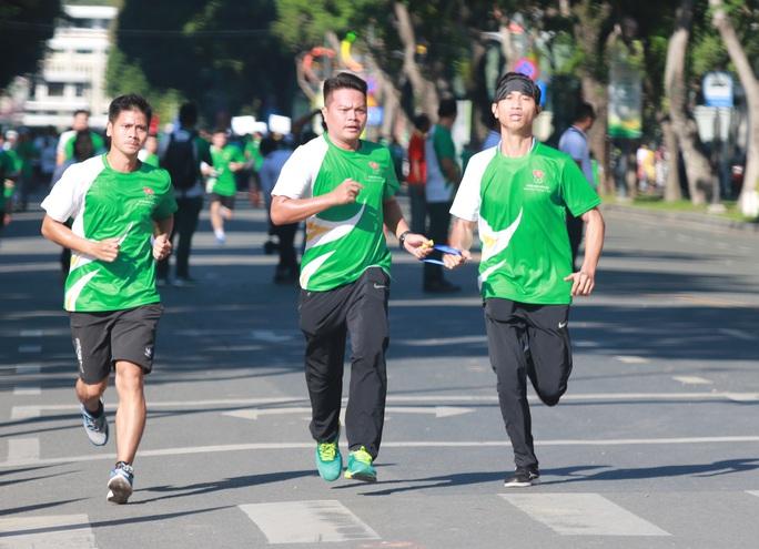Rộn ràng ngày chạy Olympic TP HCM 2020, 8.000 người xuống phố - Ảnh 13.