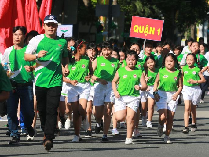 Rộn ràng ngày chạy Olympic TP HCM 2020, 8.000 người xuống phố - Ảnh 6.