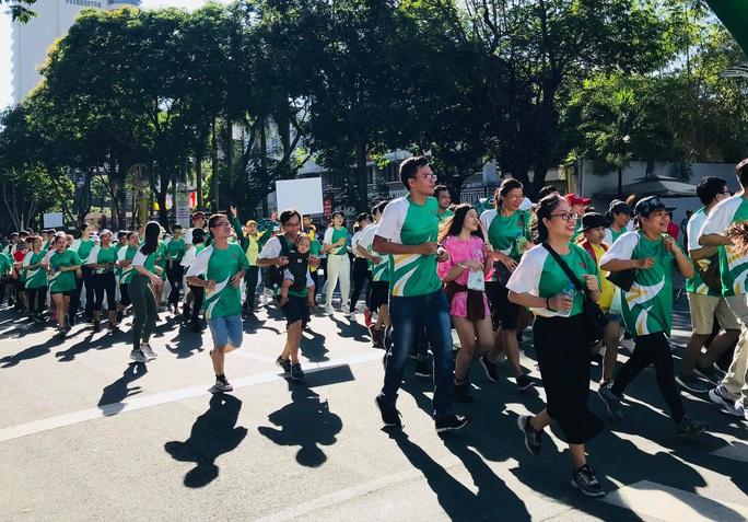 Rộn ràng ngày chạy Olympic TP HCM 2020, 8.000 người xuống phố - Ảnh 4.