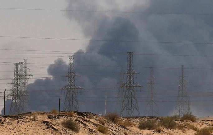 UAV, tên lửa dội vào nhiều mục tiêu nhạy cảm của Ả Rập Saudi - Ảnh 1.