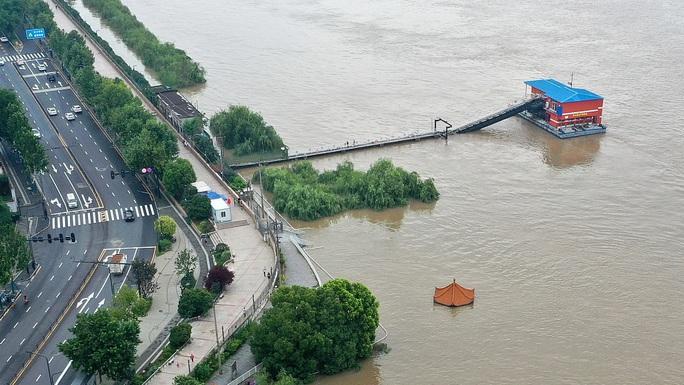 """Trung Quốc bước vào """"tuần mưa xối xả"""" kế tiếp, sông ngòi ngập ứ - Ảnh 3."""