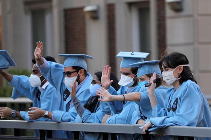 Quy định mới của Mỹ về sinh viên nước ngoài: Nhiều trường ủng hộ cuộc chiến pháp lý - Ảnh 1.