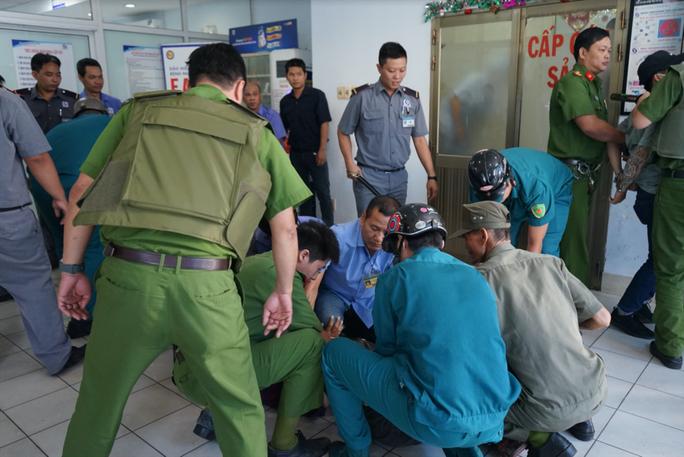 Kích hoạt Code Grey, ngăn chặn côn đồ đại náo Bệnh viện Nhân dân Gia Định - Ảnh 4.