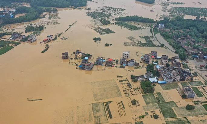 Mưa lớn không dứt, Trung Quốc nâng phản ứng lũ lụt lên mức cao thứ 2 - Ảnh 1.