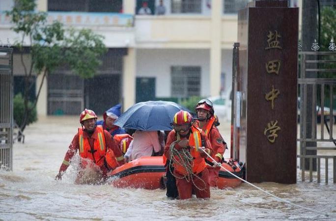 Mưa lớn không dứt, Trung Quốc nâng phản ứng lũ lụt lên mức cao thứ 2 - Ảnh 2.
