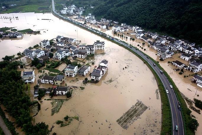 Mưa lớn không dứt, Trung Quốc nâng phản ứng lũ lụt lên mức cao thứ 2 - Ảnh 4.