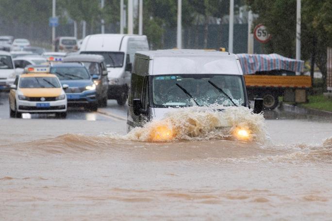 Mưa lớn không dứt, Trung Quốc nâng phản ứng lũ lụt lên mức cao thứ 2 - Ảnh 5.