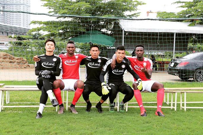Các ứng viên thủ môn liên tục ghi điểm với HLV Park Hang-seo: Có Tuấn Mạnh, Bửu Ngọc, Văn Phong - Ảnh 3.