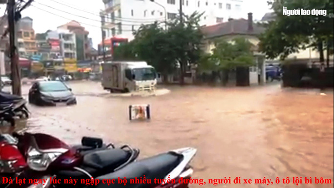 Đà Lạt ngập sâu nhiều nơi do trận mưa lớn - Ảnh 3.