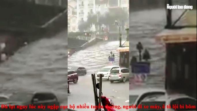 Đà Lạt ngập sâu nhiều nơi do trận mưa lớn - Ảnh 5.