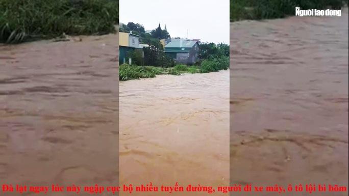 Đà Lạt ngập sâu nhiều nơi do trận mưa lớn - Ảnh 4.