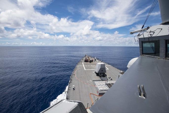 Sau tuyên bố mạnh mẽ, tàu chiến Mỹ xuất hiện gần Trường Sa - Ảnh 1.