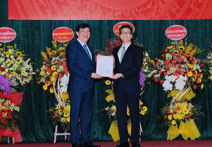 Phó Thủ tướng Vũ Đức Đam nhắn nhủ với tân Quyền Bộ trưởng Y tế Nguyễn Thanh Long - Ảnh 1.