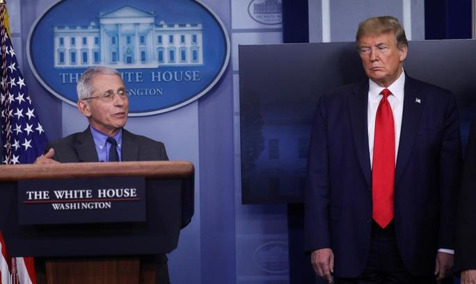 Covid-19 càn quét nước Mỹ, Tổng thống Trump không tha người nhà - Ảnh 1.