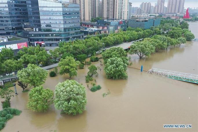 Hơn nửa miền Nam Trung Quốc chìm trong nước, mưa lũ kéo tới miền Bắc - Ảnh 3.
