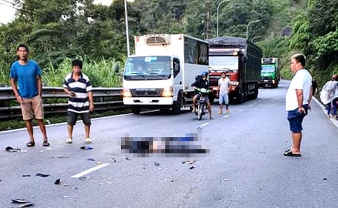 Tông trực diện xe đầu kéo trên đèo Bảo Lộc, 1 người tử nạn - Ảnh 1.