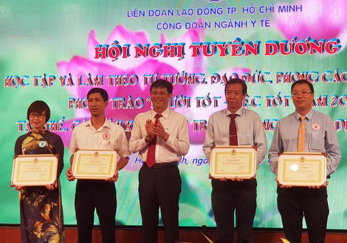 TP HCM vinh danh y - bác sĩ tham gia phòng chống dịch - Ảnh 1.