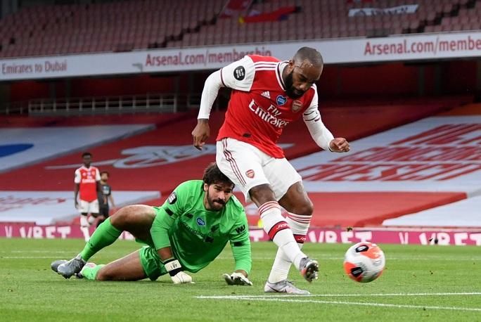 Công làm thủ phá, Liverpool thua sốc trước Arsenal ở Emirates - Ảnh 5.