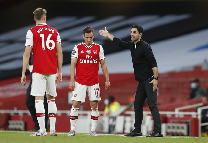 Công làm thủ phá, Liverpool thua sốc trước Arsenal ở Emirates - Ảnh 2.