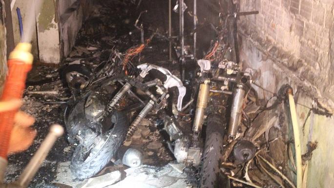 Đà Nẵng: Cháy khách sạn 7 tầng, thiêu rụi 2 xe máy - Ảnh 4.