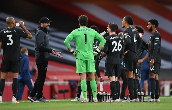Công làm thủ phá, Liverpool thua sốc trước Arsenal ở Emirates - Ảnh 7.