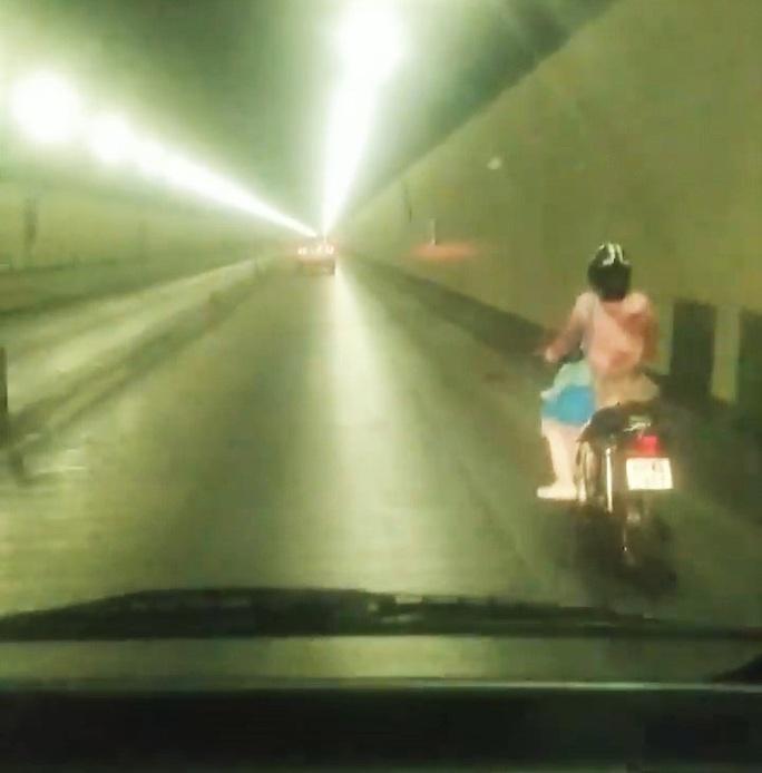 Xác minh danh tính nữ tài xế xe máy vượt biển cấm xuyên hầm Hải Vân - Ảnh 1.