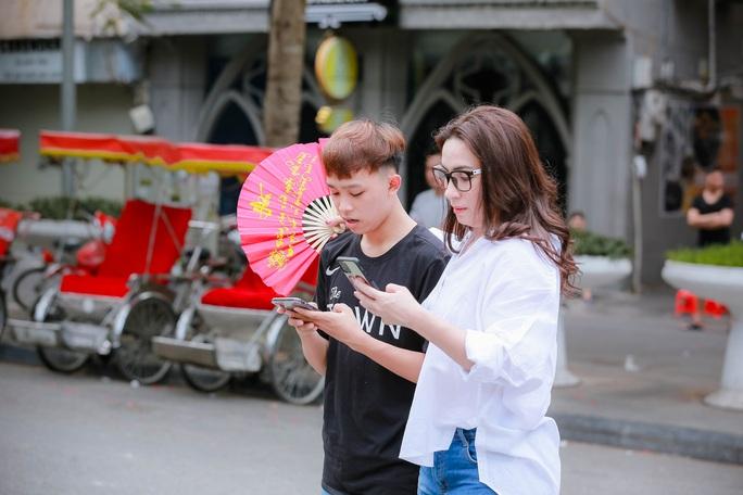 Hồ Văn Cường trổ mã, phổng phao bên mẹ nuôi Phi Nhung ngày càng trẻ đẹp - Ảnh 3.