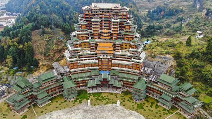 Huyện nghèo Trung Quốc đốt tiền kinh hoàng - Ảnh 1.