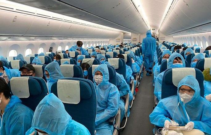 Gần 280 công dân Việt Nam từ Nga và Belarus về nước - Ảnh 1.