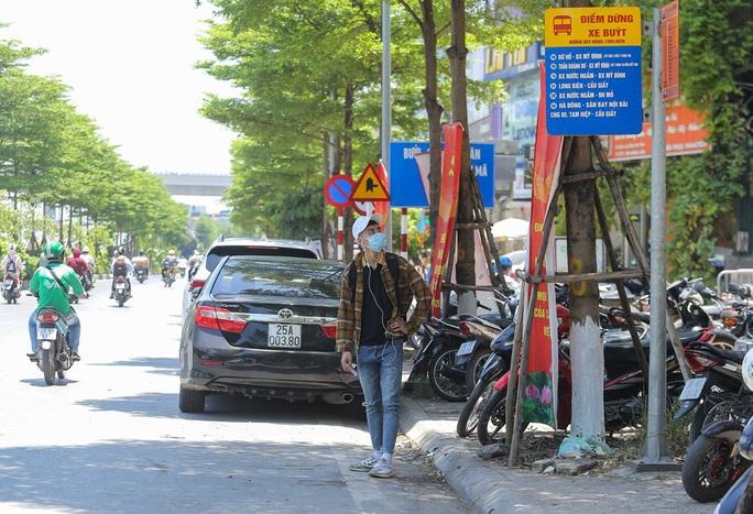 Xe buýt ế khách trong những ngày Hà Nội nắng gay gắt - Ảnh 2.