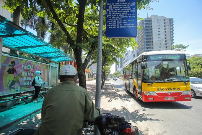 Xe buýt ế khách trong những ngày Hà Nội nắng gay gắt - Ảnh 8.