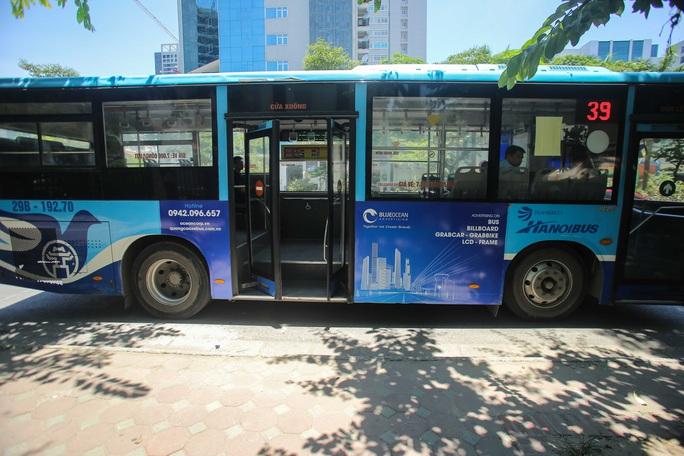 Xe buýt ế khách trong những ngày Hà Nội nắng gay gắt - Ảnh 10.