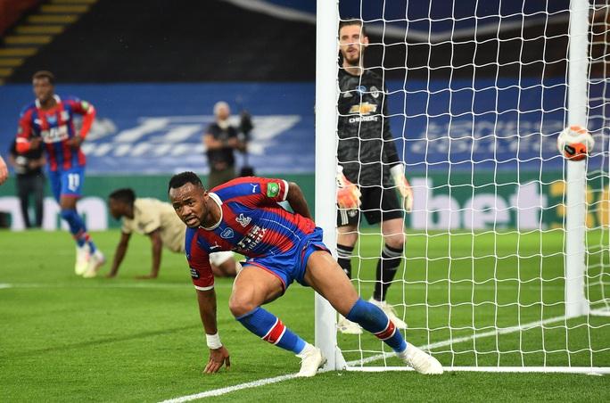 Jose Mourinho chọc ngoáy Man United, chê đội bóng cũ ăn may - Ảnh 1.