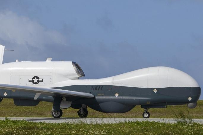 Máy bay quân sự Mỹ liên tiếp bay trên biển Đông, soi hải quân Trung Quốc - Ảnh 1.