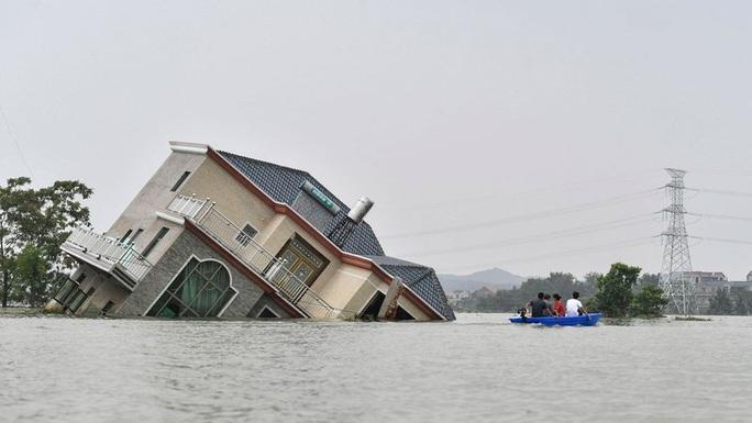 Lũ lụt chưa qua, Trung Quốc lại đau đầu vì nắng nóng  - Ảnh 1.