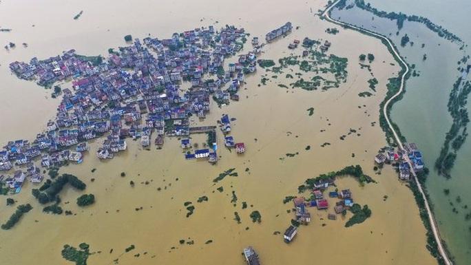 Lũ lụt chưa qua, Trung Quốc lại đau đầu vì nắng nóng  - Ảnh 2.