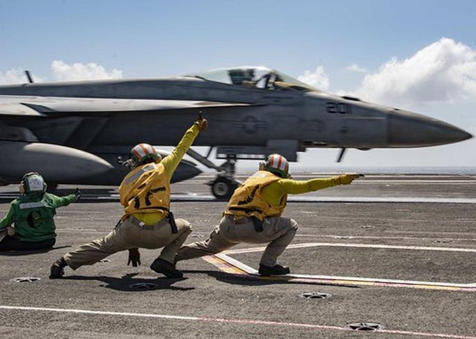"""Tàu sân bay Mỹ diễn tập """"đỉnh cao"""" ở biển Đông - Ảnh 2."""