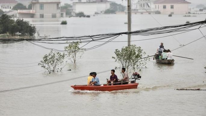 Lũ lụt chưa qua, Trung Quốc lại đau đầu vì nắng nóng  - Ảnh 4.