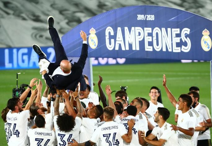 Lập kỷ lục 10 chiến thắng liên tiếp, Real Madrid vô địch La Liga - Ảnh 7.