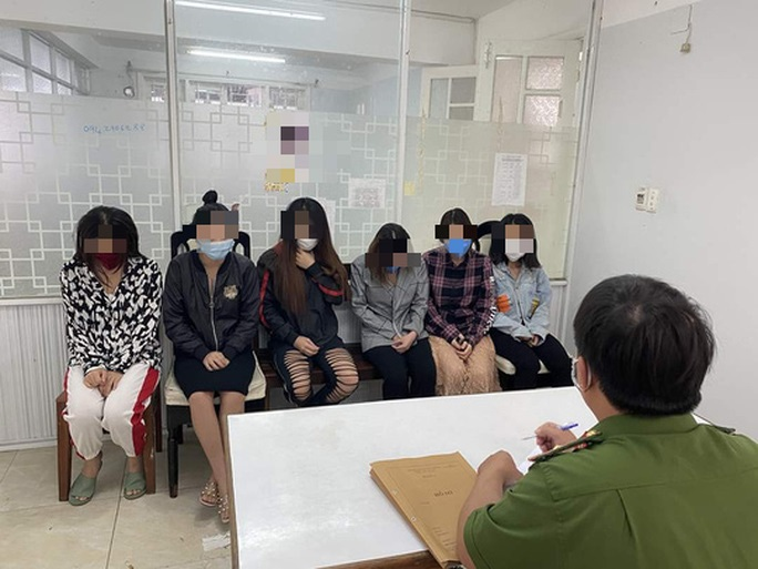 """Đà Nẵng: Bắt tú bà cầm đầu nhóm Facebook """"Tập đoàn phò""""  môi giới mại dâm - Ảnh 2."""