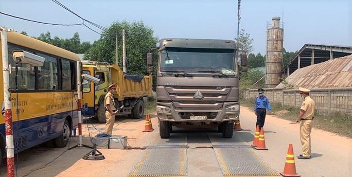 Phạt gần 8.000 xe tải vi phạm Luật Giao thông đường bộ - Ảnh 1.