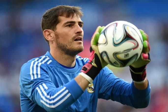 Thánh Iker Casillas tái xuất Bernabeu sau đột quỵ - Ảnh 1.