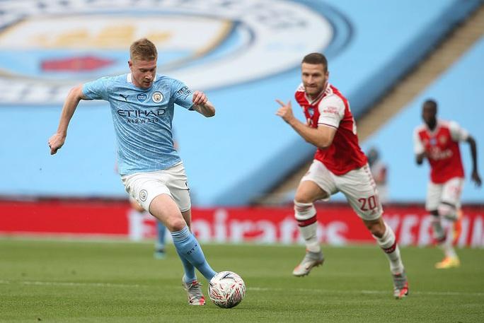 Người hùng Arsenal tỏa sáng, Man City tan tác mộng ăn ba - Ảnh 2.