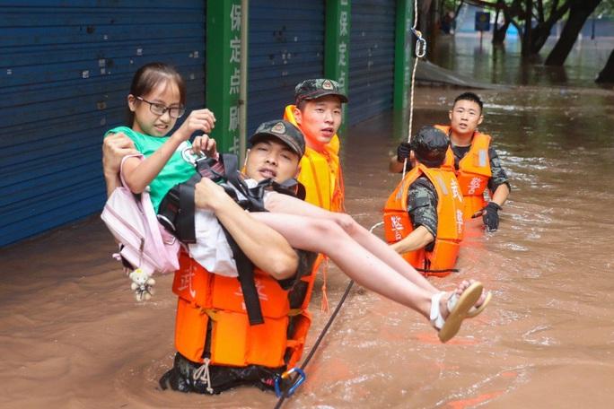 Trung Quốc: Nguy cơ lũ chồng lũ, vỡ đê bao diện rộng - Ảnh 1.