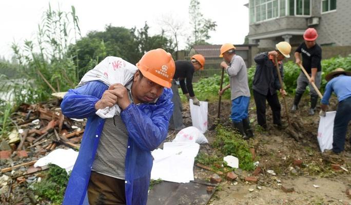Trung Quốc: Nguy cơ lũ chồng lũ, vỡ đê bao diện rộng - Ảnh 2.