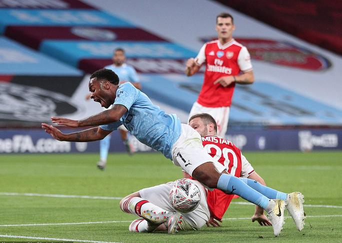Người hùng Arsenal tỏa sáng, Man City tan tác mộng ăn ba - Ảnh 3.