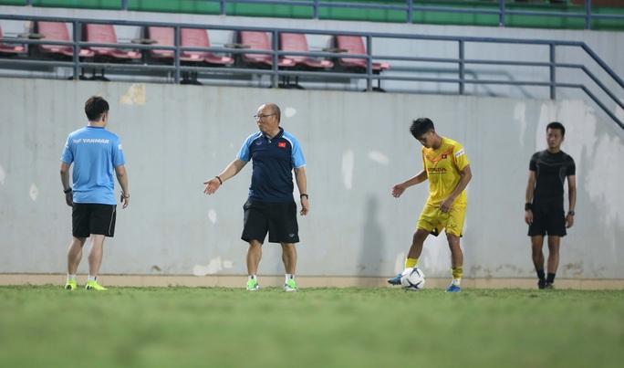 HLV Park Hang-Seo để ngỏ việc chọn Đoàn Văn Hậu tại SEA Games 31 - Ảnh 3.